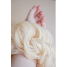 Резинка пучок из искусственных волос блондинка ( 60 )